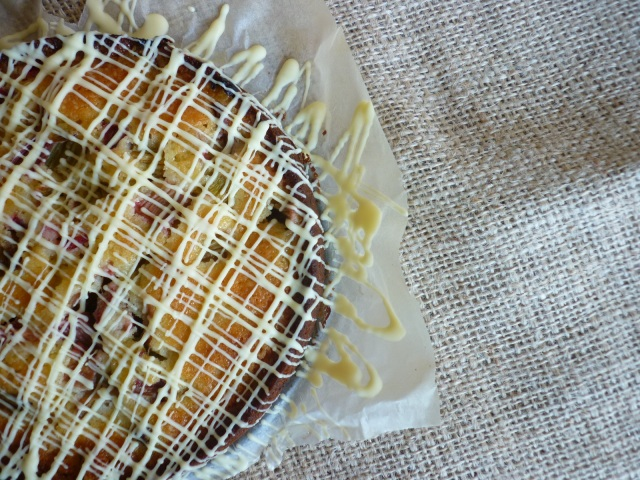 Mazarinkage med rabarber og hvid chokolade